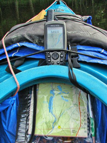 GPS Geraet am Rucksack