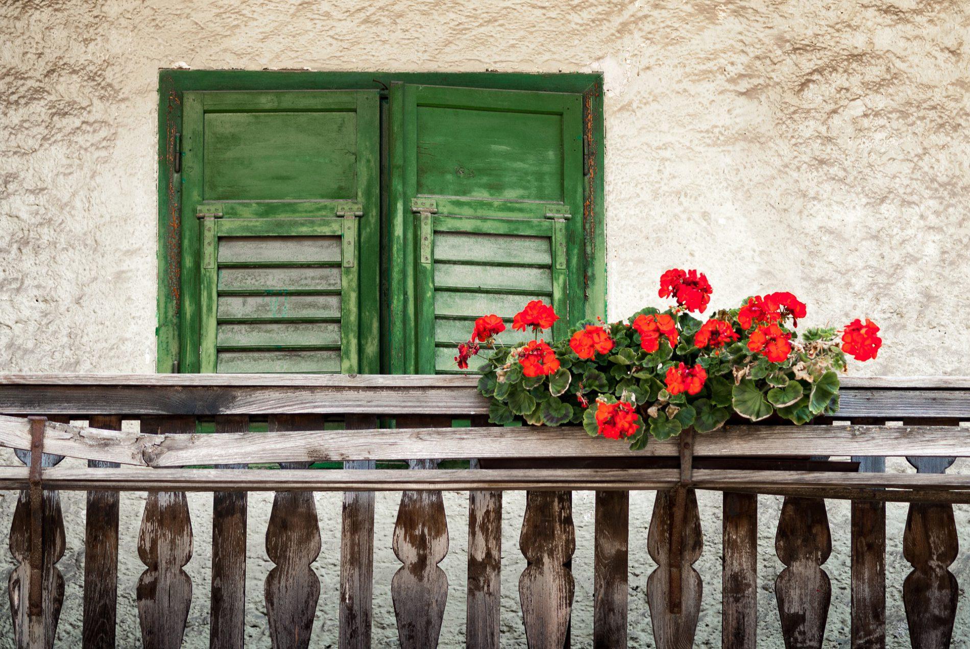 balcony-1700201_1920