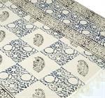 hangewebter-blockdruck-teppich-aus-natur-baumwolle-mit-traditionellem-design-weissblau-muster-5-1-3063299-1.jpg