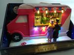 weihnachts-verkaufswagen-eis-eiscreme-mit-beleuchtung-und-weihnachtsmusik-3375915-1.jpg